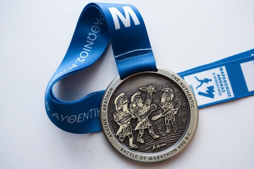 Το νέο μετάλλιο του Μαραθωνίου Αθήνας με την υπογραφή σπουδαίων δημιουργών
