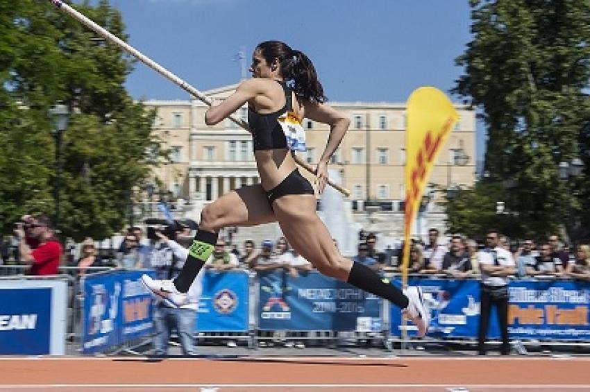 """Η Κατερίνα Στεφανίδη """"πέταξε"""" στα 4,82 μέτρα"""
